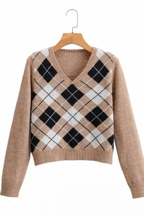 A new v-neck pull-over top for autumn 2020 in contrast diamond plaid jersey